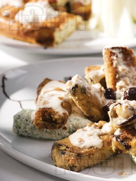 Пържени патладжанови рулца пълнени с пушено сирене, извара и краставички - снимка на рецептата